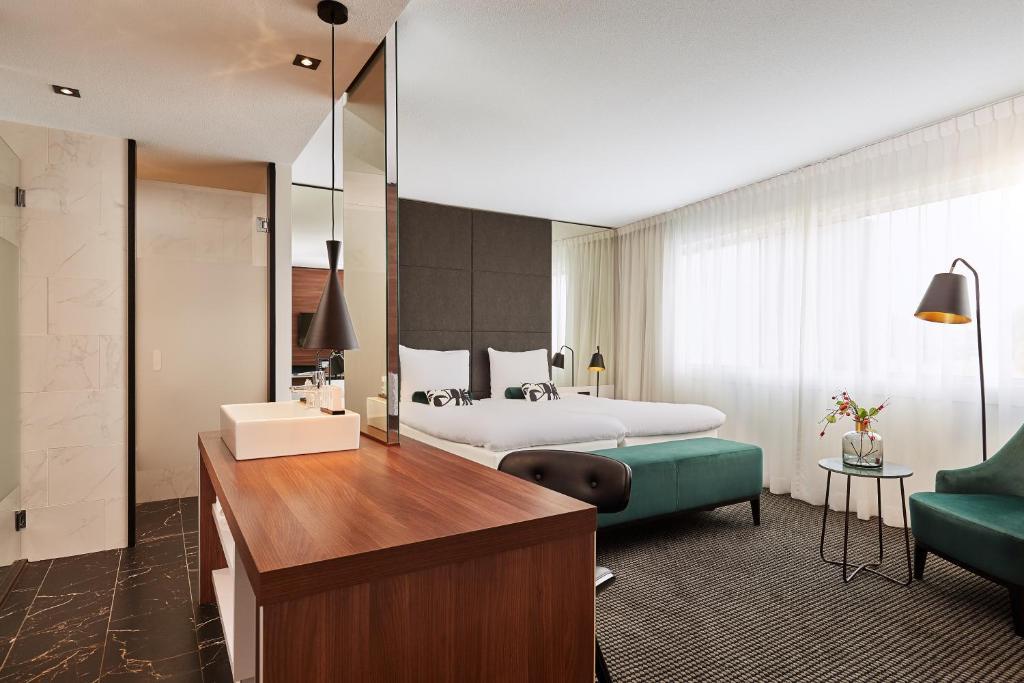 Een bed of bedden in een kamer bij Van der Valk Zaltbommel-A2