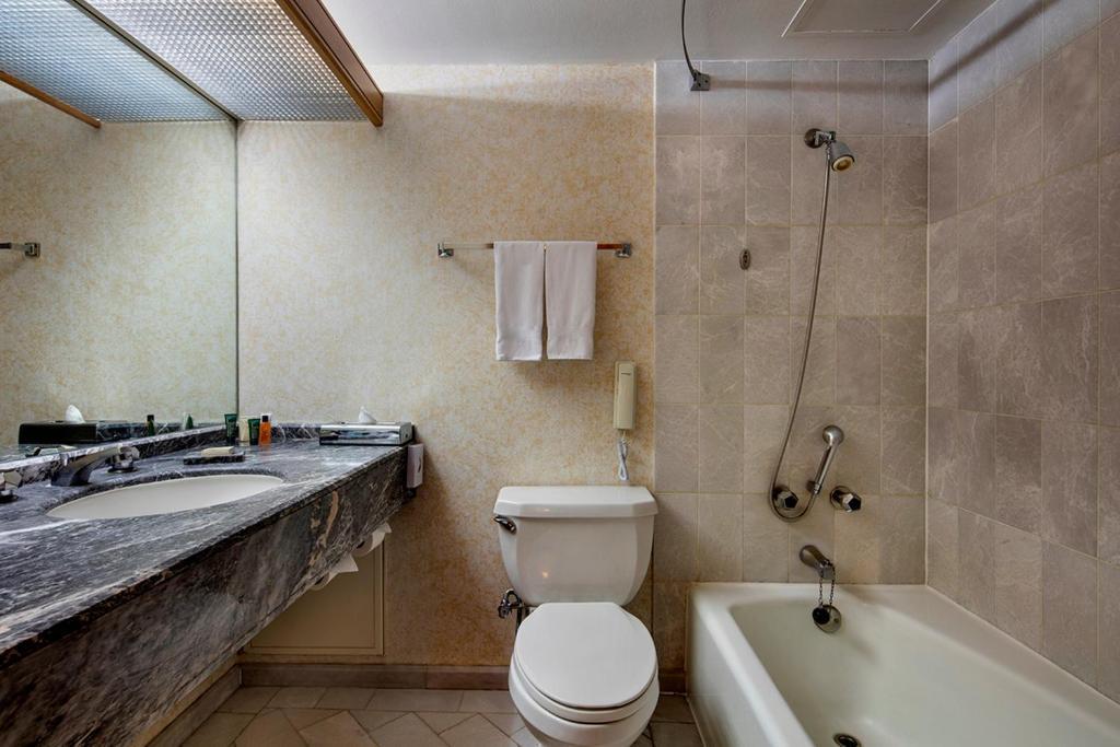 A bathroom at Hilton Izmir