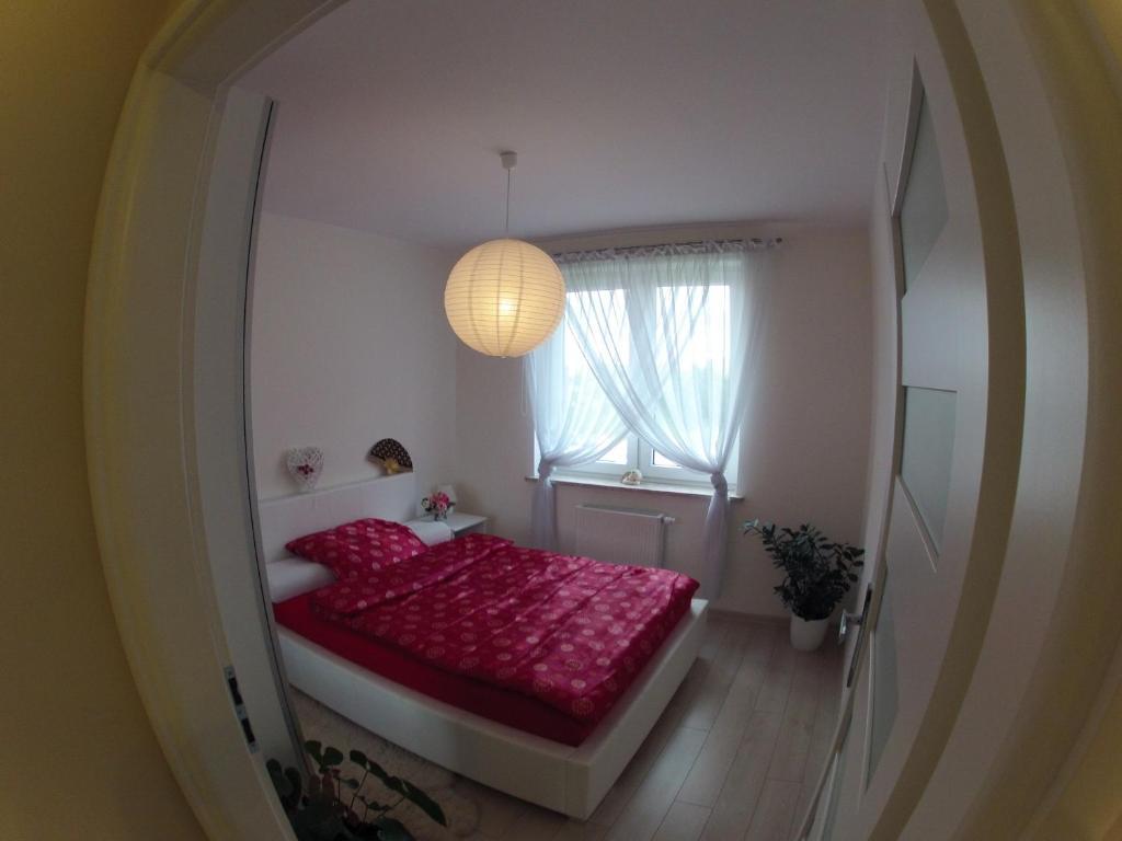 Łóżko lub łóżka w pokoju w obiekcie Apartament Alicja
