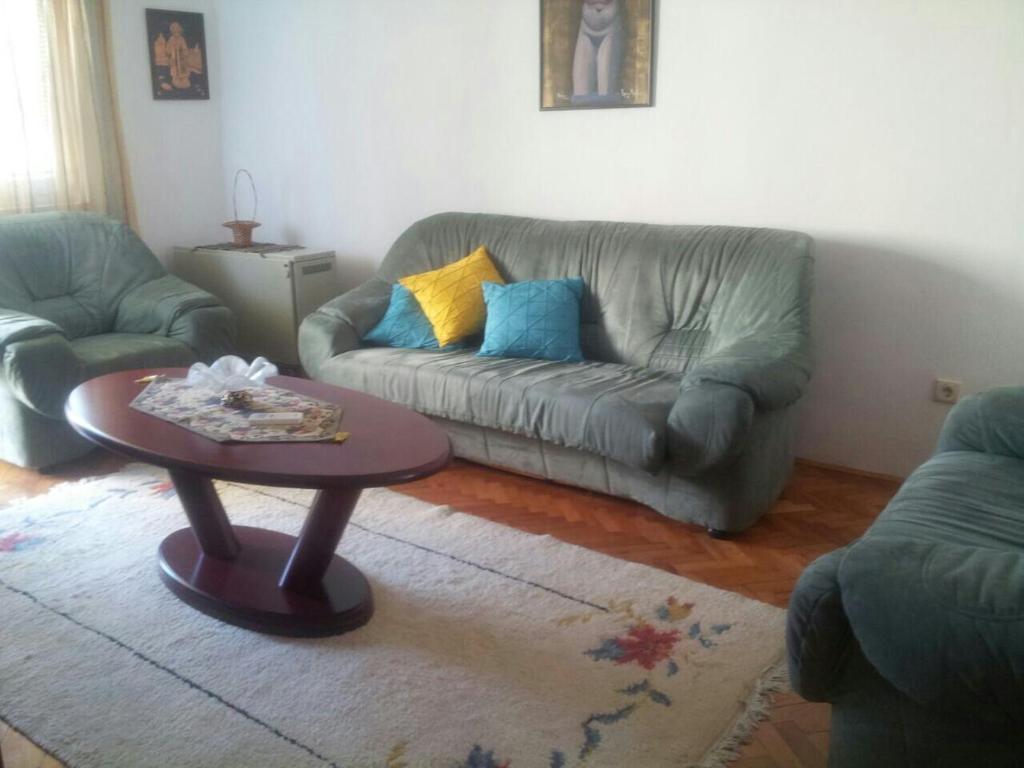 A seating area at Gagi Apartment