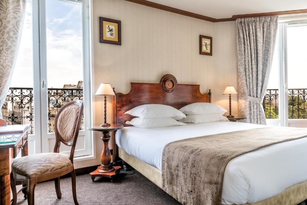 A bed or beds in a room at Villa Montparnasse