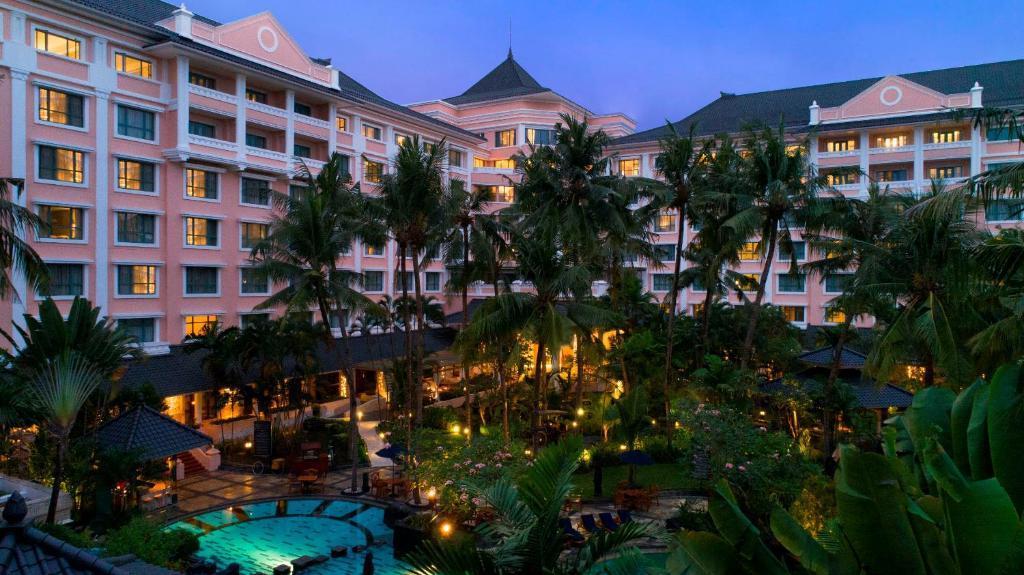 A view of the pool at Melia Purosani Hotel Yogyakarta or nearby