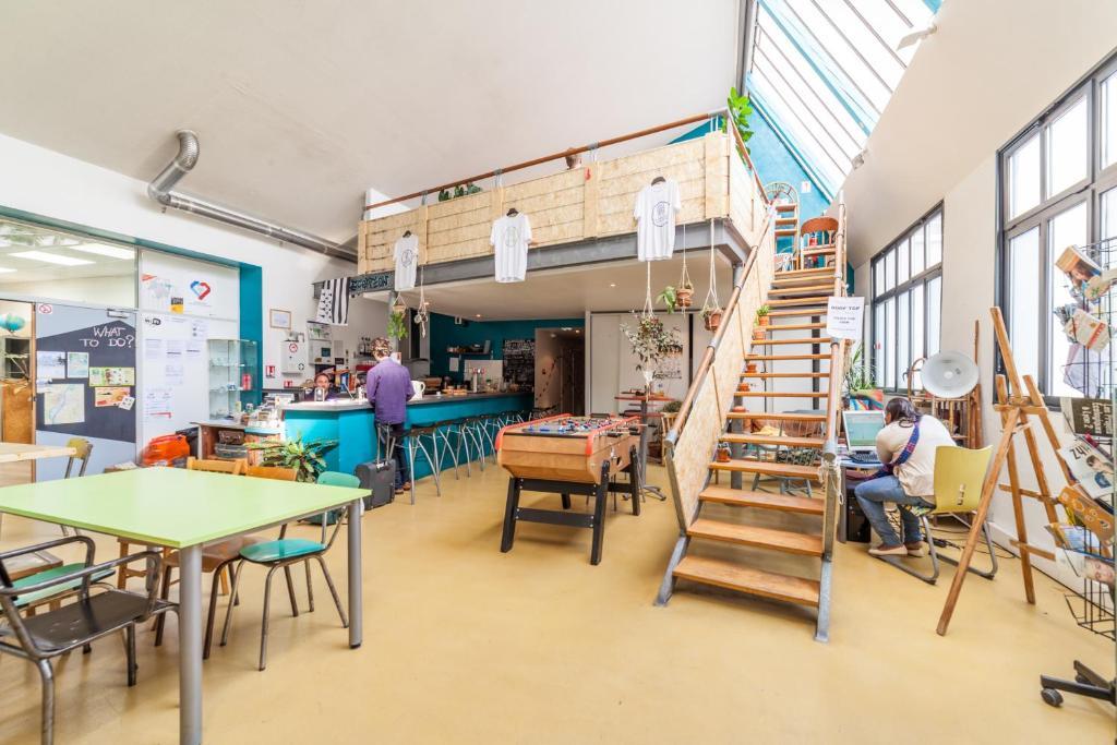 Restaurant ou autre lieu de restauration dans l'établissement Alter'hostel