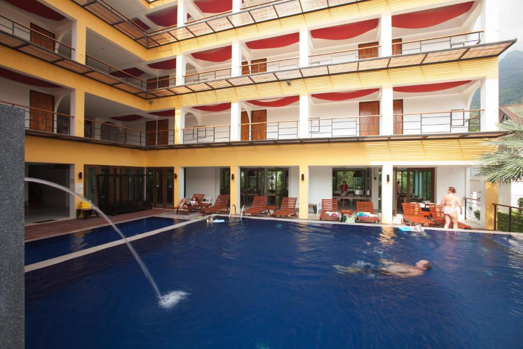 Бассейн в Keeree Ele Resort или поблизости