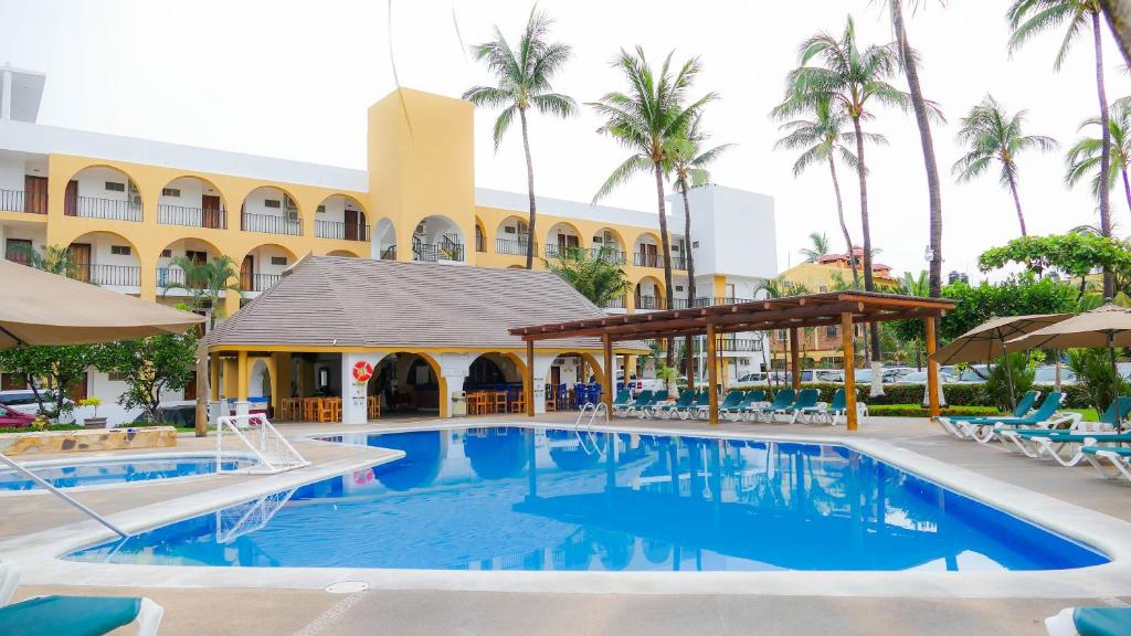 The swimming pool at or near Costa Alegre Hotel & Suites