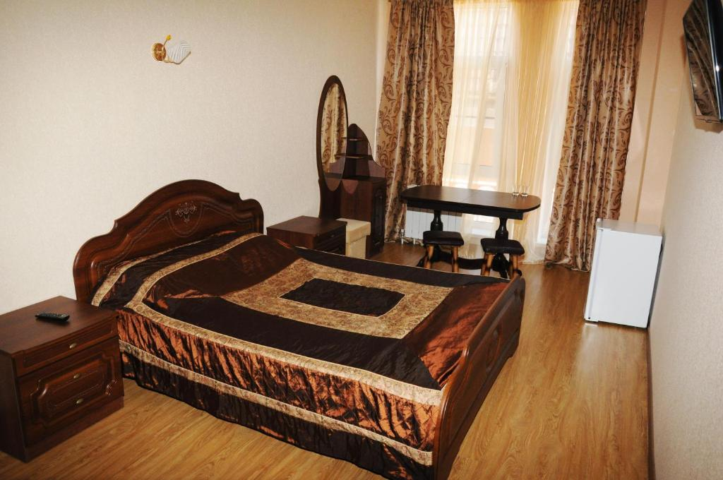 A bed or beds in a room at Leona Hotel