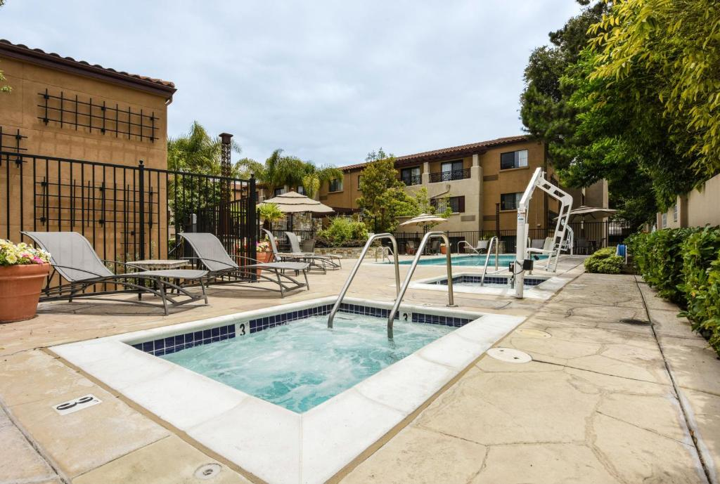 The swimming pool at or near Courtyard Palo Alto Los Altos