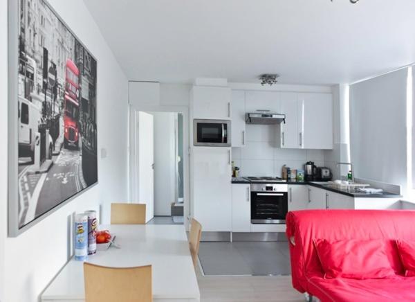 A kitchen or kitchenette at 202 Apartments