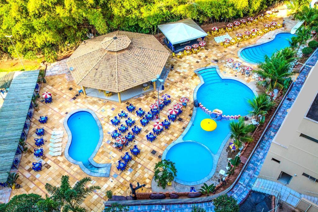 Uma vista aérea de Golden Dolphin Grand Hotel