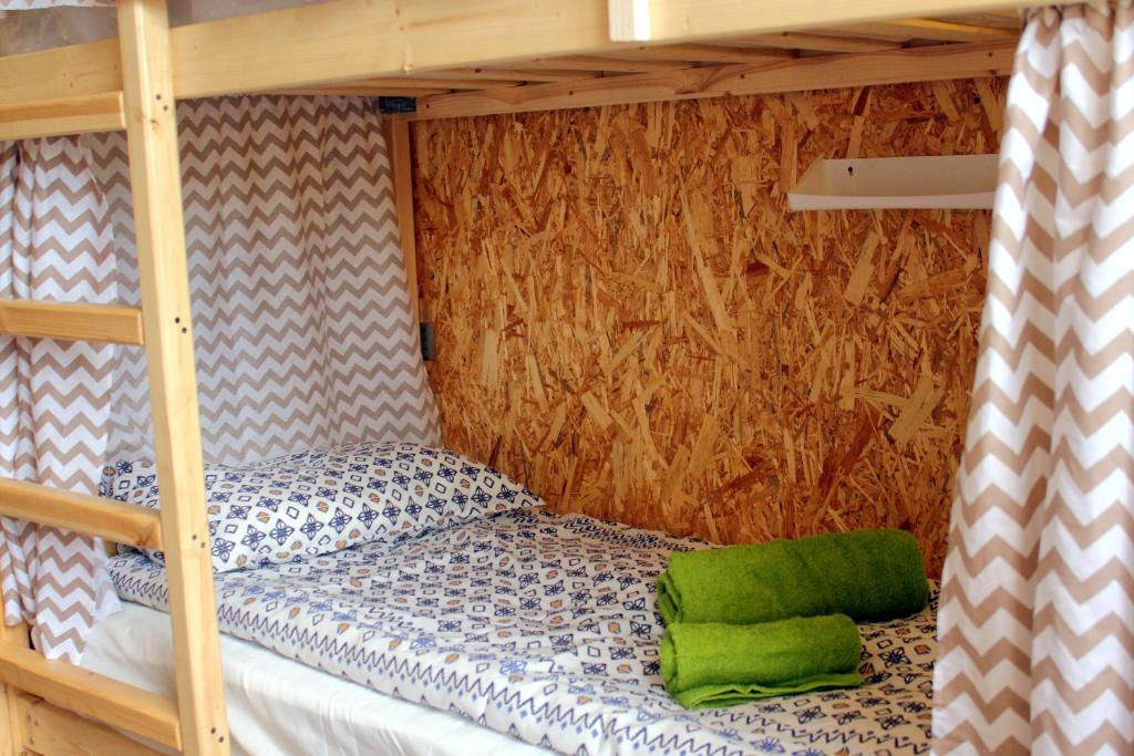 A bed or beds in a room at Hostel Tri Chemodana