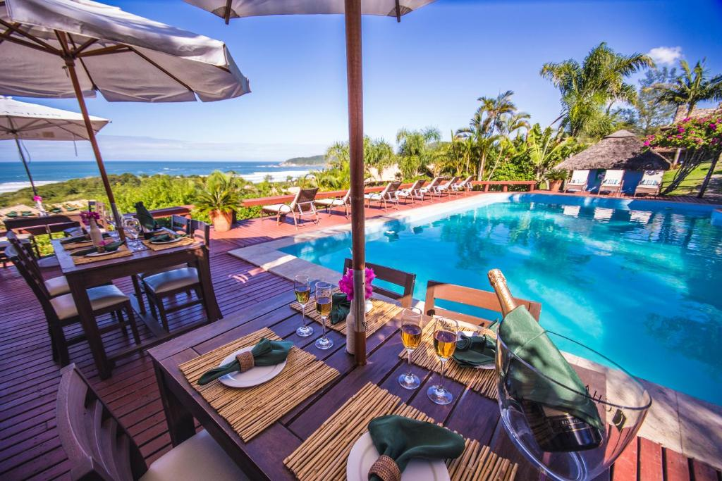 A restaurant or other place to eat at Vida Sol e Mar Ecoresort