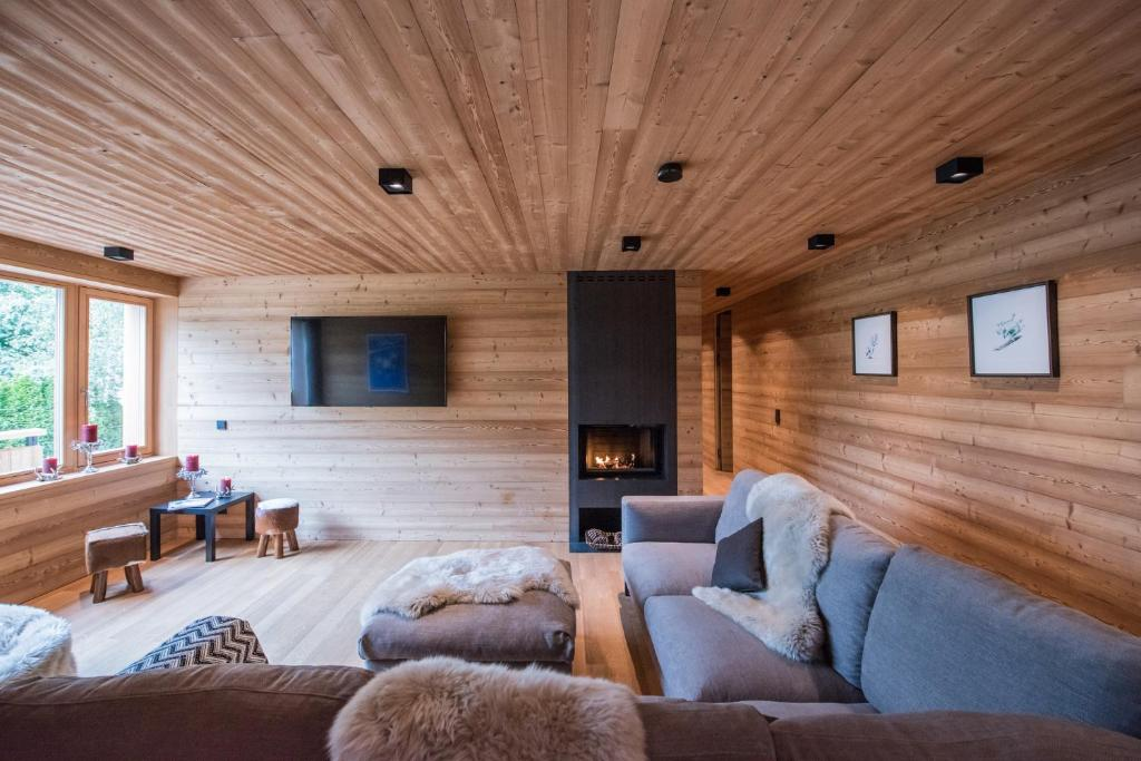 A seating area at Riffelalp Lodge
