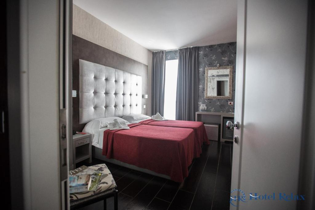 A bed or beds in a room at Hotel Relax Roma Nord
