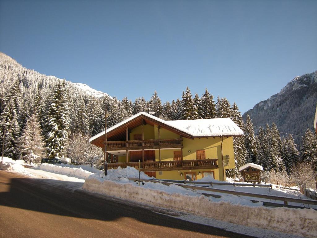 Albergo Pozzole during the winter