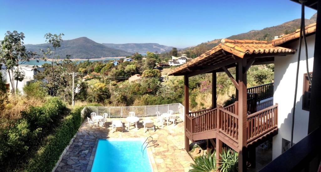 Uma vista da piscina em Camaleão Pousada-Hostel ou nos arredores