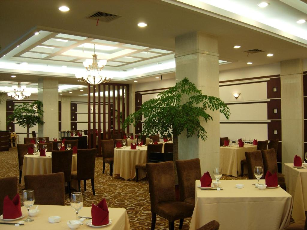 Hotel Argyle Int'l Airport, Shanghai, China - Booking.com on map of east midlands airport, map of piarco international airport, map of malpensa airport,