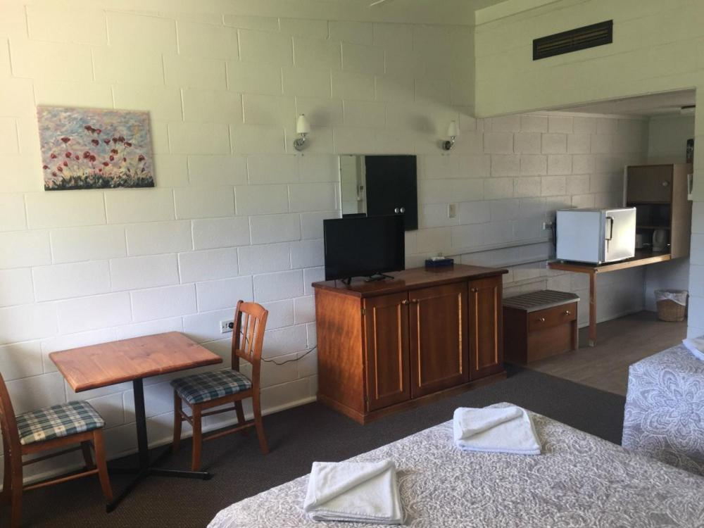 A television and/or entertainment centre at The King's Own Hotel Motel