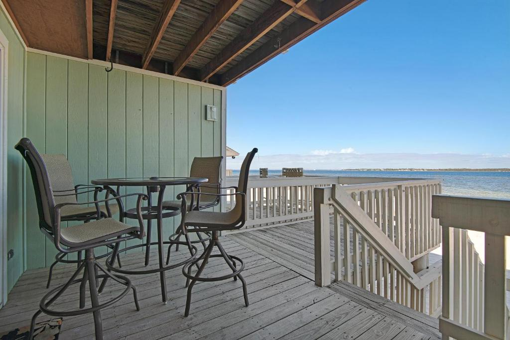 Pleasant White Sands Bay Front Pensacola Condo Pensacola Beach Fl Interior Design Ideas Philsoteloinfo