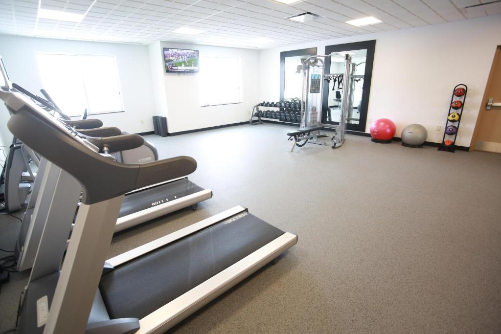 The fitness center and/or fitness facilities at Hilton Garden Inn West Des Moines