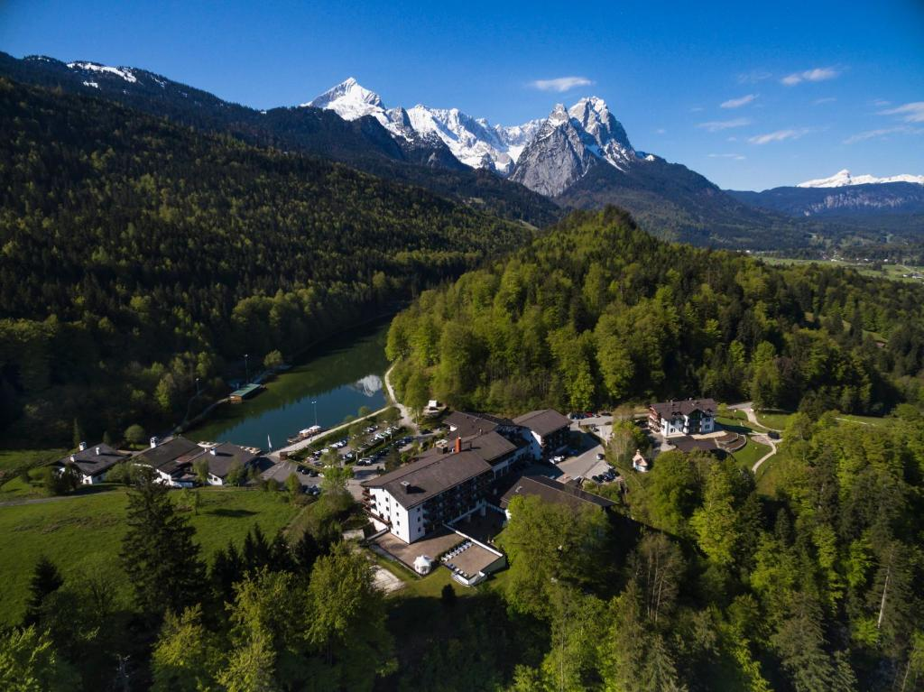 A bird's-eye view of Riessersee Hotel