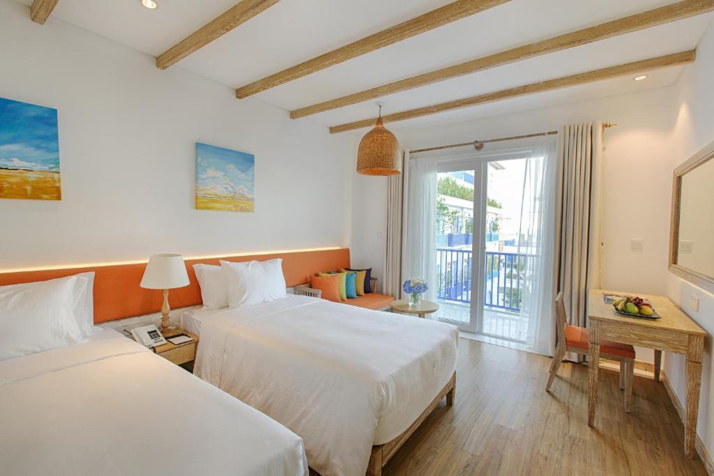 Phòng Elite Deluxe 2 Giường Đơn Có Ban Công - Nhìn Ra Hồ Bơi/Thành Phố