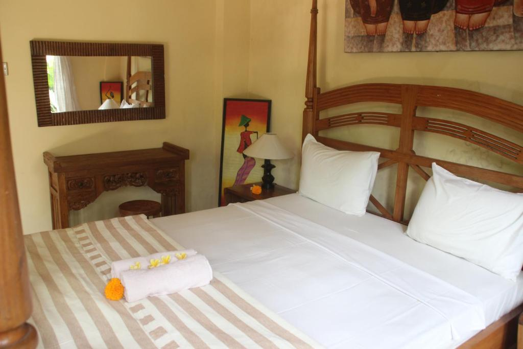A bed or beds in a room at Umah Ubud B&B