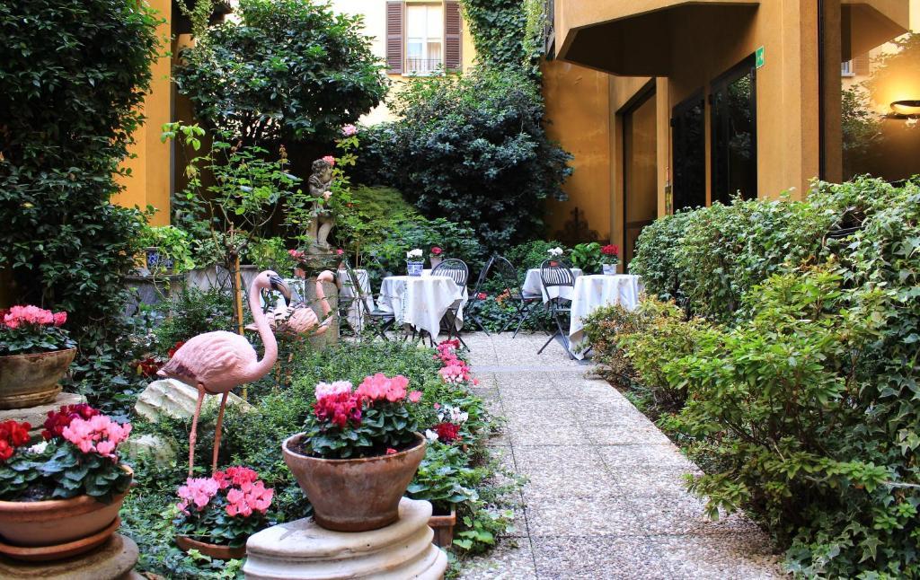 A garden outside Hotel Sanpi Milano