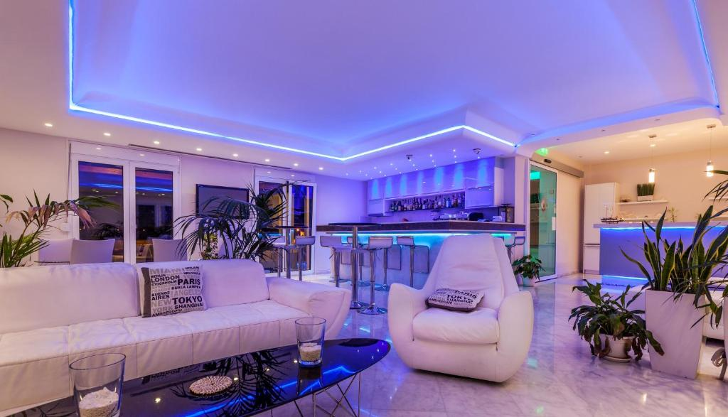 The lobby or reception area at Pearl Bay Hotel Apartments