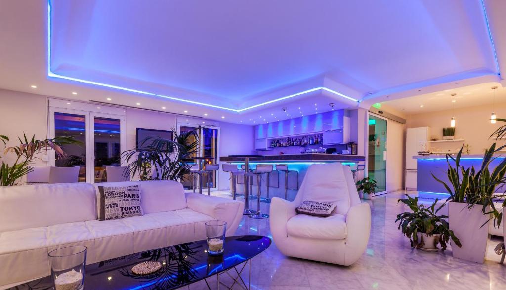Ο χώρος του λόμπι ή της ρεσεψιόν στο Pearl Bay Hotel Apartments