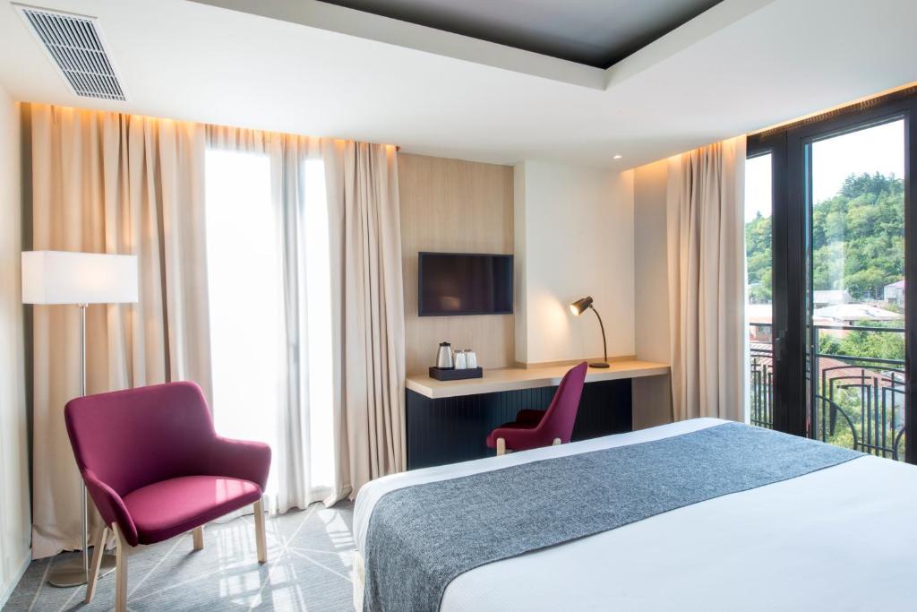 سرير أو أسرّة في غرفة في بست ويسترن كوتايسي