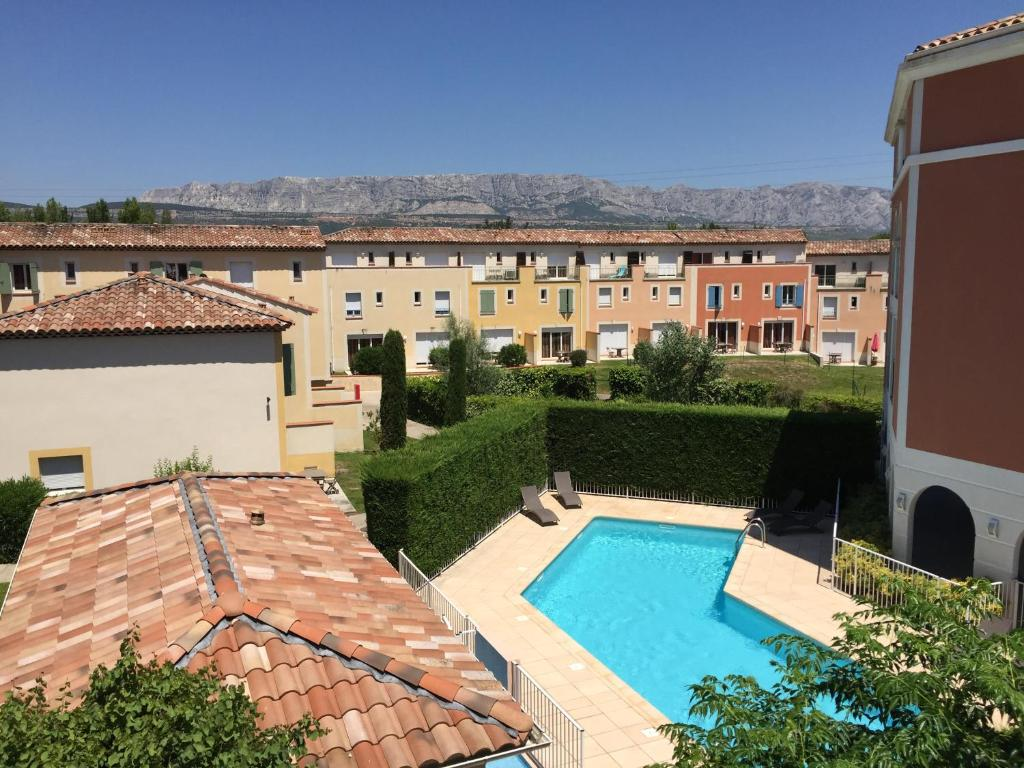 A view of the pool at Garden & City Aix En Provence - Rousset or nearby