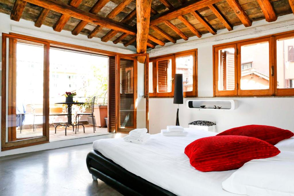 A bed or beds in a room at Suite Trastevere