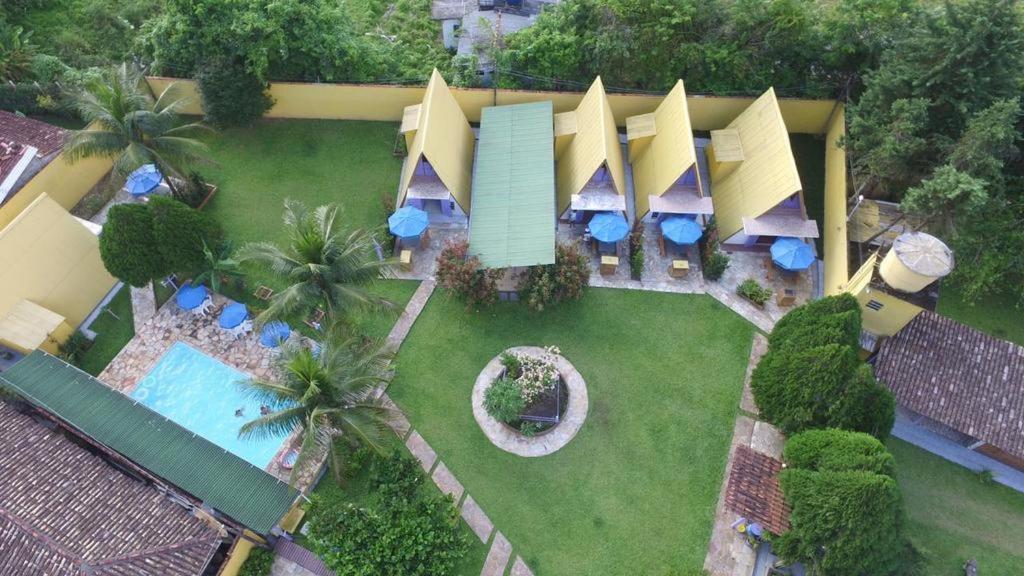Uma vista da piscina em Condomínio Sol Mar e Cia ou nos arredores