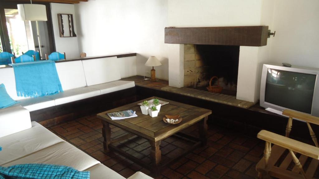 Vacation Home Casa Na beira Mar em Torres, Brazil - Booking.com