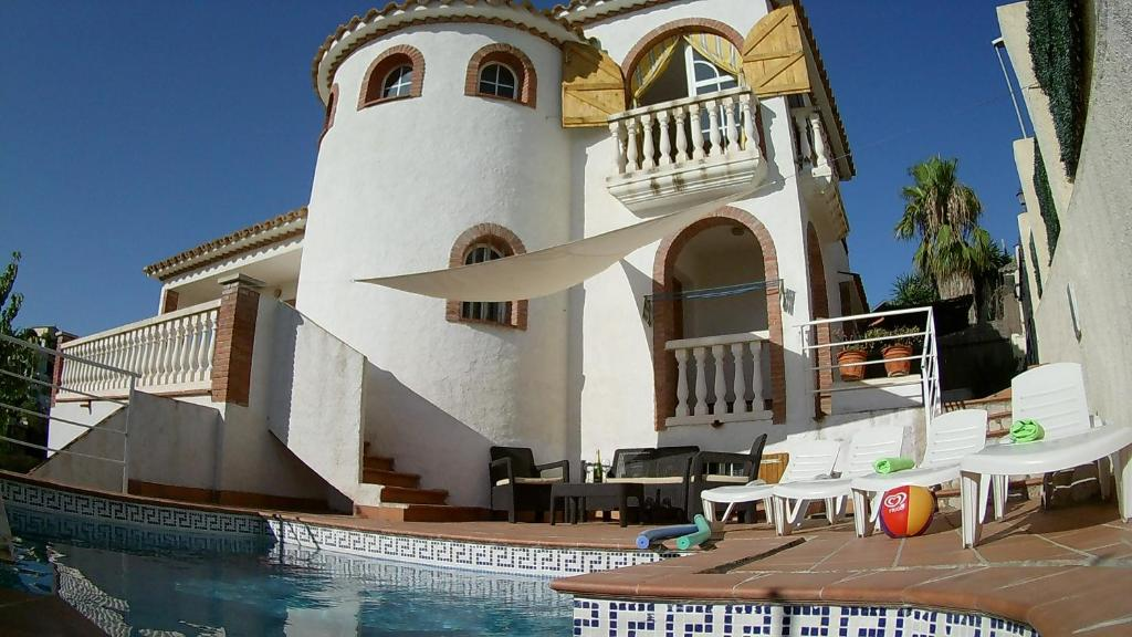 Ibiza Style Pool Villa in Sitges. (España Sitges) - Booking.com