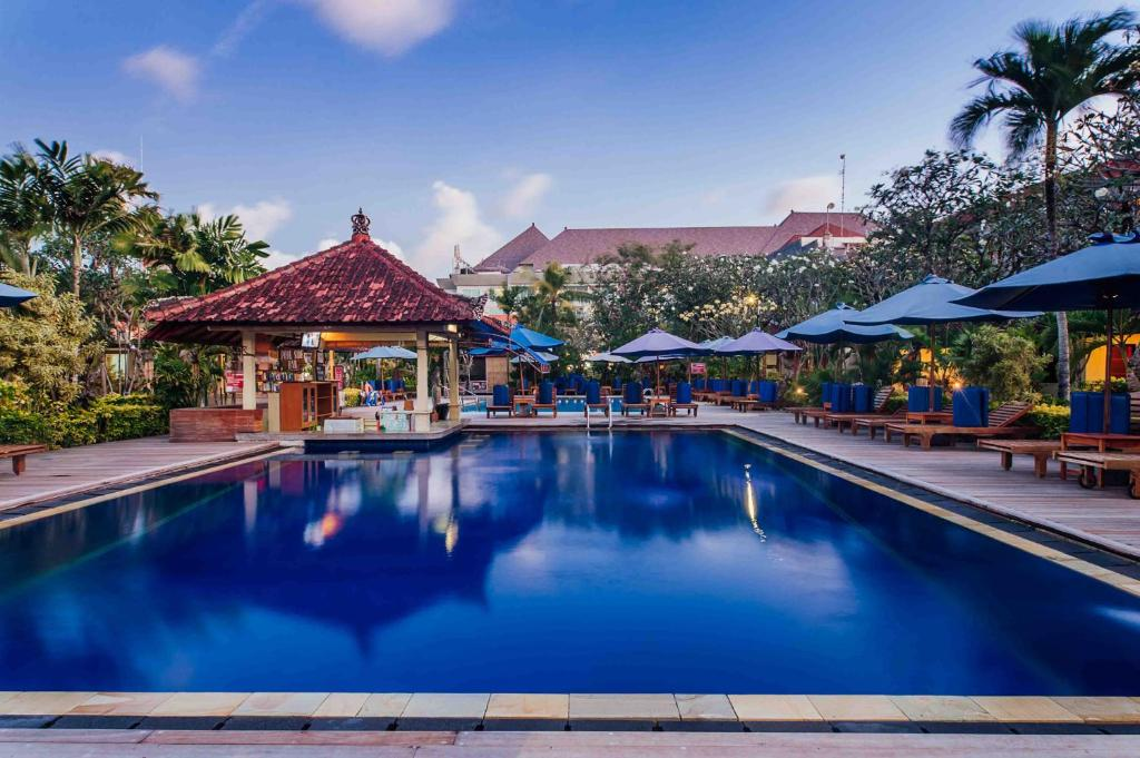 The swimming pool at or close to Kuta Puri Bungalow