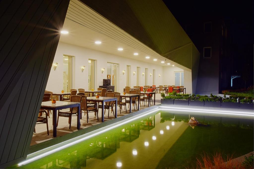Ein Restaurant oder anderes Speiselokal in der Unterkunft Anna Hotel