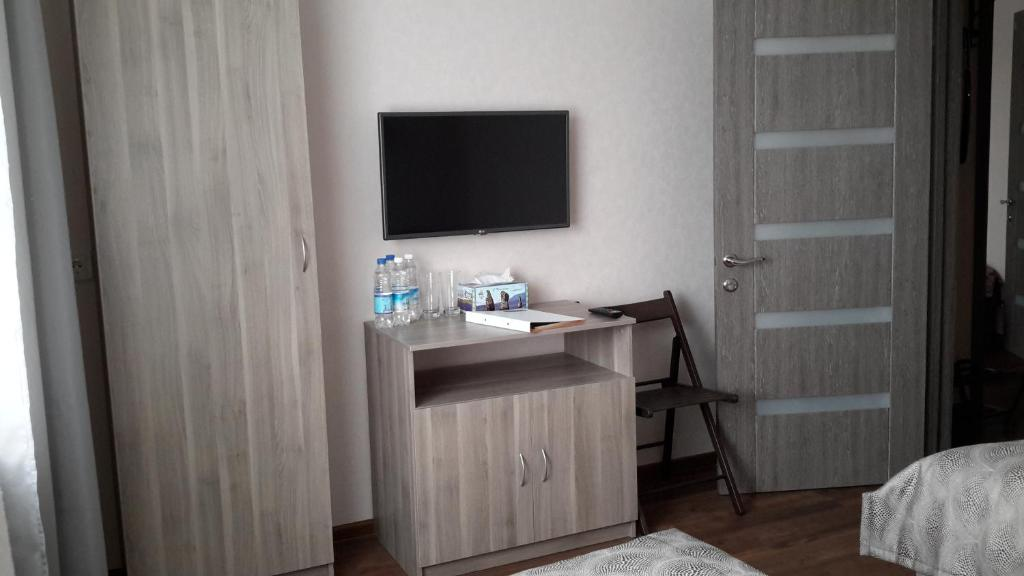 A television and/or entertainment center at Гостиница Аврора