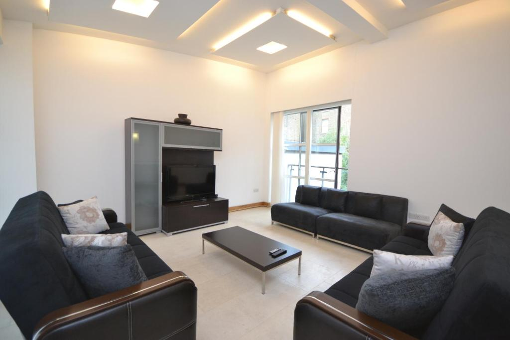 A seating area at Apartments Bell Street