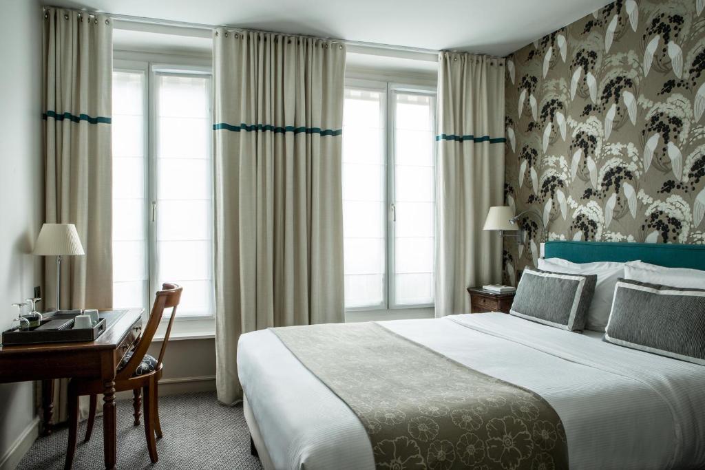A bed or beds in a room at Hotel Parc Saint Severin - Esprit de France