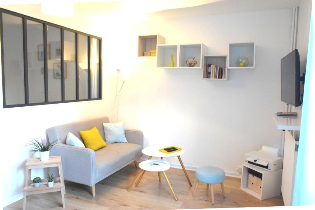A seating area at Au pei de Naunnt