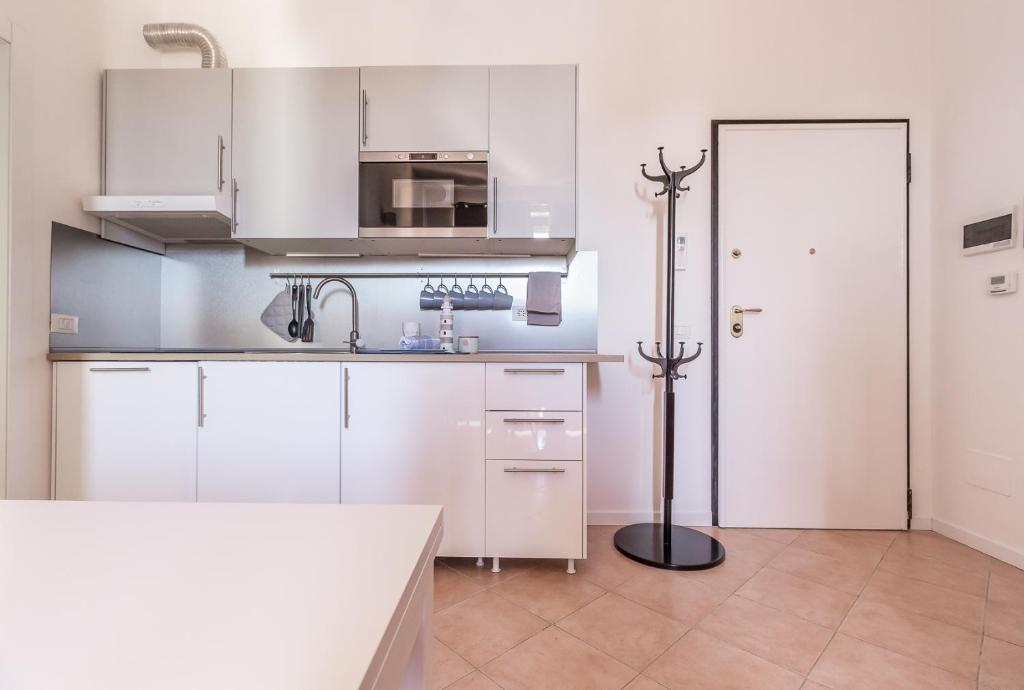 A kitchen or kitchenette at Alessia's Flat - Affori