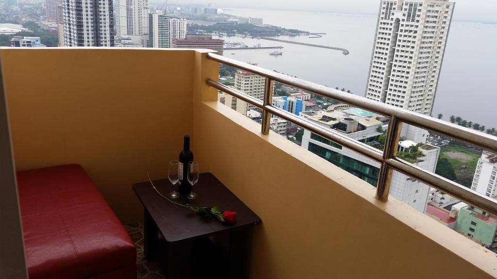 Ein Balkon oder eine Terrasse in der Unterkunft Cristina's Condo Rentals Manila
