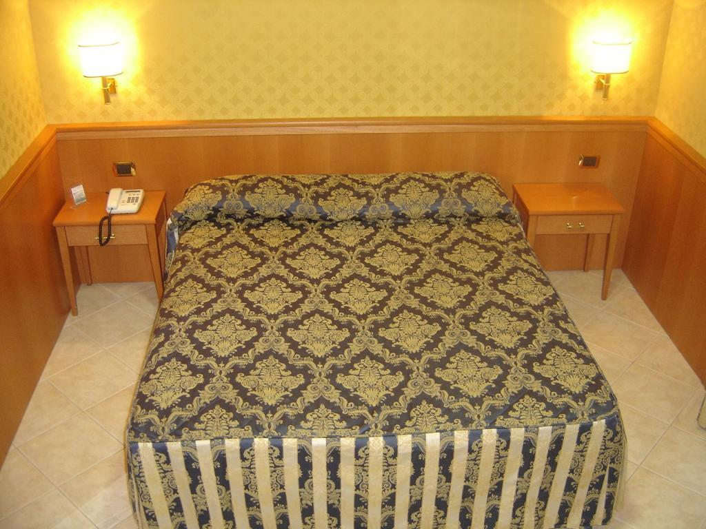 A bed or beds in a room at Hotel Mariano