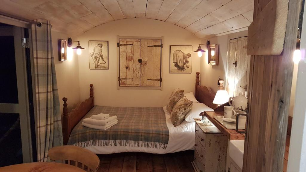 A bed or beds in a room at The Shepherds Snug