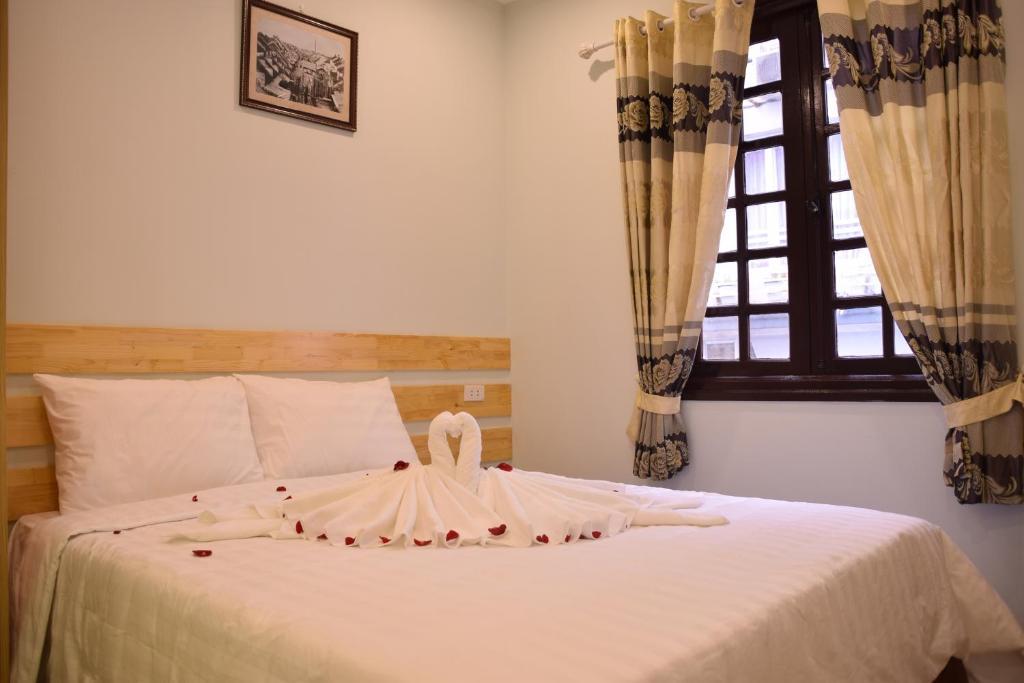 Giường trong phòng chung tại Hanoi Street View Hotel