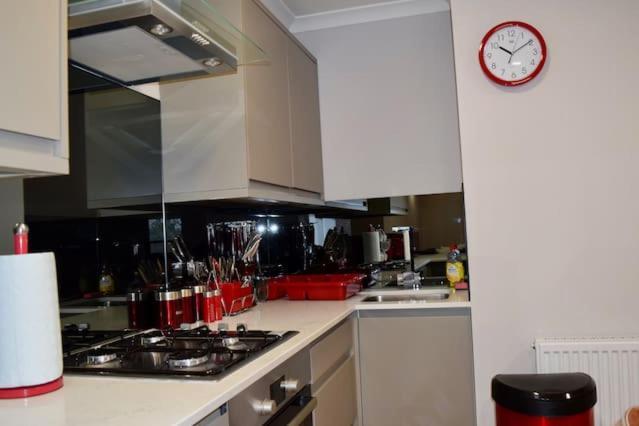 מטבח או מטבחון ב-Highfield Avenue Apartment 1/Apartment