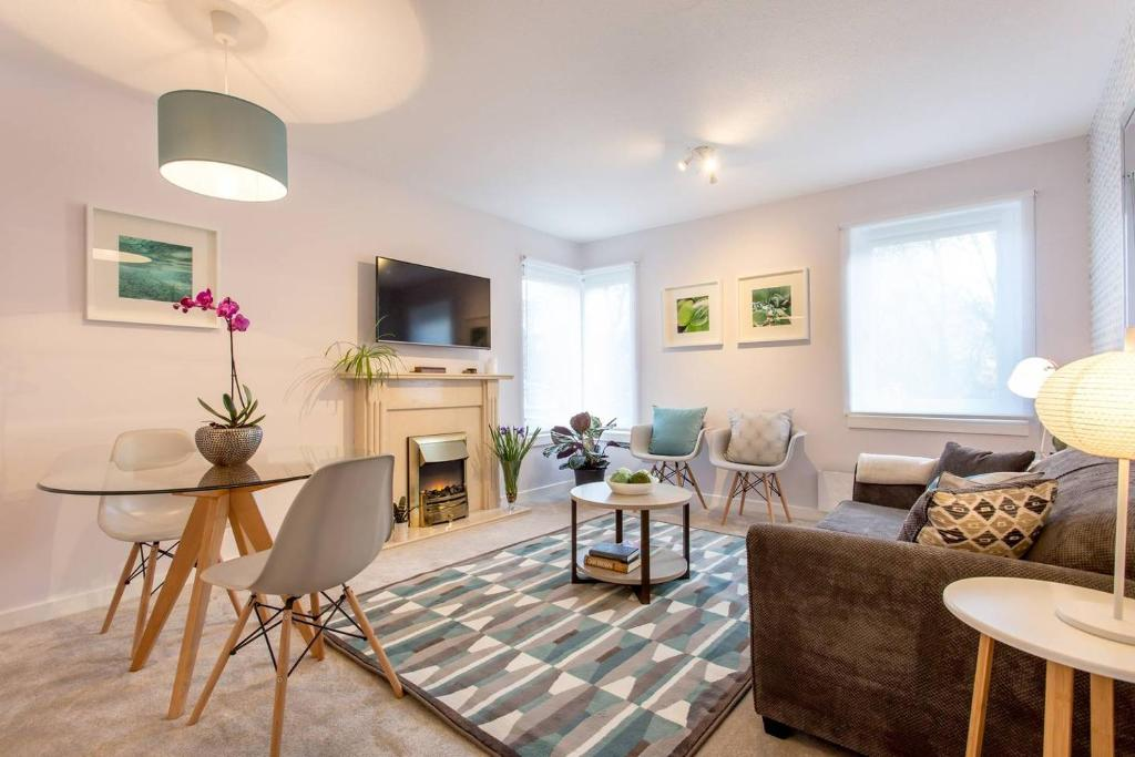 A seating area at Scottish Stays - Luxury Apartment in Eyre Place