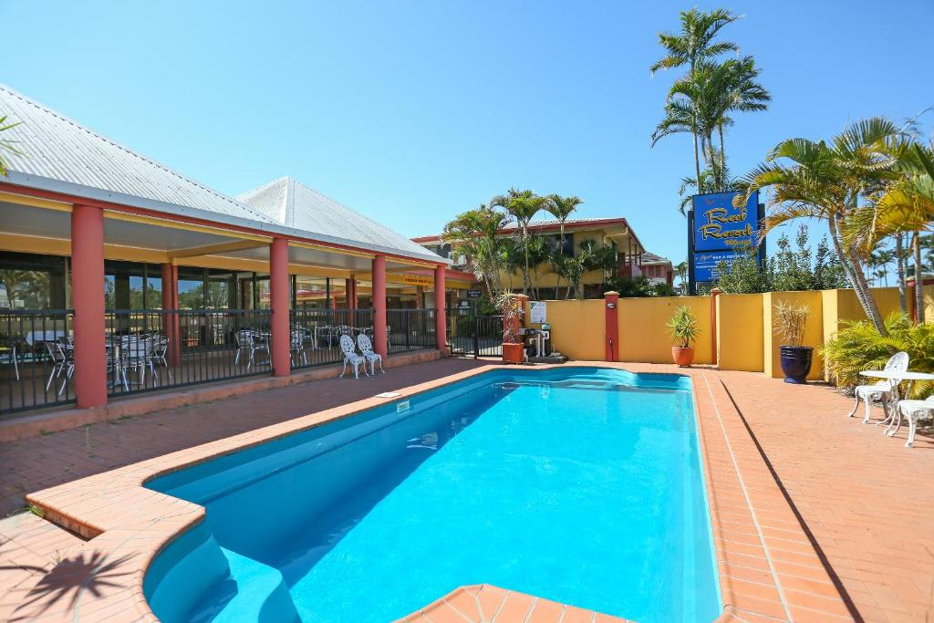 The swimming pool at or near Reef Resort Motel