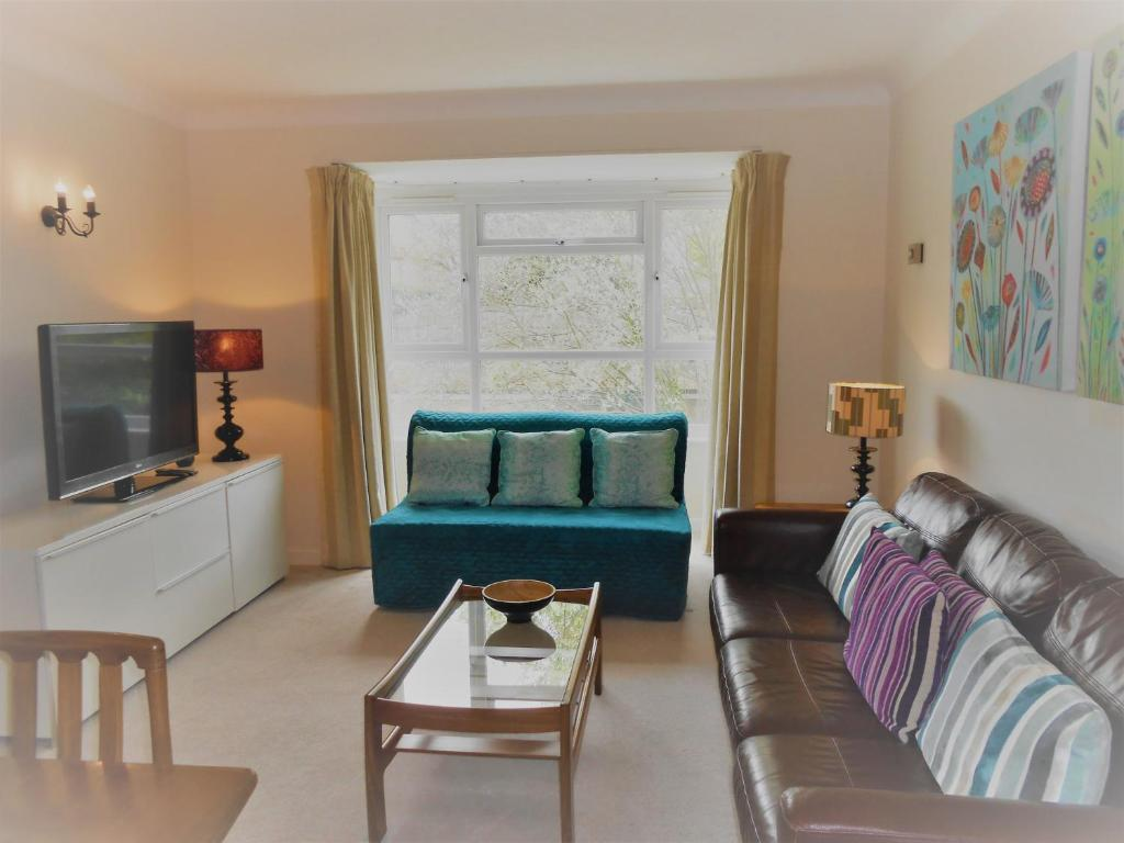 2 Bedroom Apartment In Stratton Cou Kingston Upon Thames